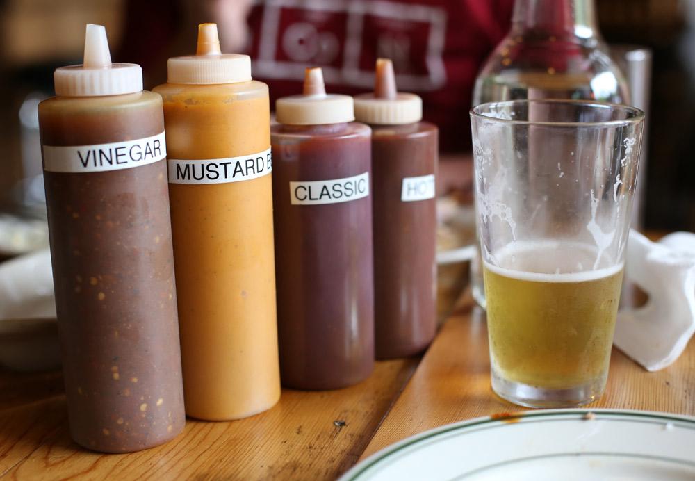 BBQ-Sauces-at-Smokehouse-Tavern